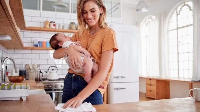 Дослідники пояснили, наскільки завантажена мама вдома